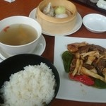 東海苑 - 牛肉の黒胡椒炒め