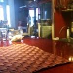リストランテ シャイー - 二人用のテーブル席2席の奥にカウンター席が。。。