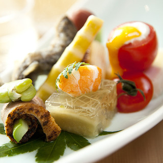 縁結びの清酒「稲田姫」と共に、四季折々の美食をご堪能下さい。