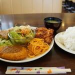 レストハウスポプラ - 料理写真:ポプラランチ798円の全景(後でアイスコーヒーが来ます)