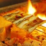 神楽坂 おいしんぼ - 石巻産のふっくら穴子を炭火で香ばしく焼き上げます。