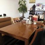 ネパールのカレー屋さん - テーブル席