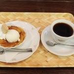 万茶ン - 焼きリンゴのアイスクリーム添えとブレンド弘前