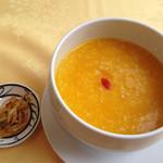 薬膳 天地・礼心 東方人康食養館 - 南瓜苡仁粥600円。カボチャとヨクイニン(はと麦)のお粥です。                             胃を丈夫にし、排毒・美肌の効果があるそうです。