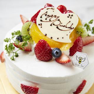 誕生日などの記念日に最適なホールケーキも好評承り中◎