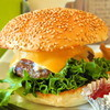 CLINK - 料理写真:『3種のチーズとトマトのバーガー』(900円)