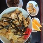 つぼい食堂 - あさり丼**♪   アサリの味噌汁とアオヤギの佃煮とオレンジがついて¥1000♪       出汁が効いて、濃くも薄くもなくちょーどいい感じ!