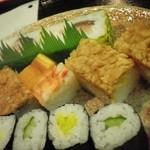 いづ源北店 - 箱寿司と巻物で・・