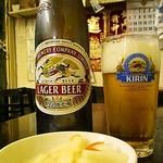 26708101 - コチラも天龍セットの大瓶ビール&大根酢漬け