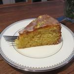 モカカフェ - オレンジとピスタチオのケーキ