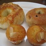 自家製天然コーボパンと焼き菓子 ぐらぱん - 料理写真:手前が手焼きマドレーヌ
