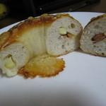 自家製天然コーボパンと焼き菓子 ぐらぱん - チョリソーチーズベーグル