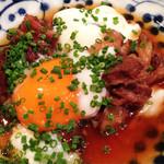 福かず - 牛すじ卵まみれ。                             甘辛く煮込まれた牛すじに温泉卵をトッピング。
