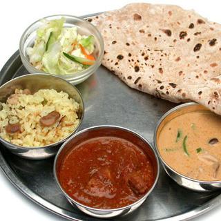 基本をおさえながらも独自のセンスでアレンジしたインド料理を
