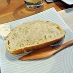 26719907 - 自家製薪焼きパン・自家製バター