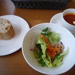 エルコリーヌ - ランチの、自家製パン・サラダ・スープ