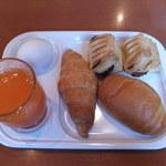 久留米ワシントンホテルプラザ - 野菜ジュース、ゆで卵、パン