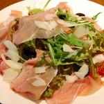 バールデルポポロ - 生ハムのサラダ
