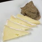 バールデルポポロ - クリームチーズのレバーパテのせ