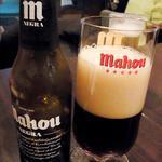 26725362 - 共食いならぬ共飲みのビール、MAHOU (negra)