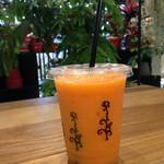 green bar - にんじん&オレンジ&りんご&セロリのスムージー 480円