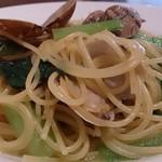 トラットリア イルピエーノ - trattoria il PIENO @葛西 1.4ミリほどの太さのフェデリーニが使われる あさりと小松菜のペペロンチーノ
