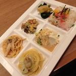 ブッフェガーデン プランツ - めんたいこパスタ・彩り野菜の卯の花和え・ふきと筍の土佐煮・ちらし寿司・おぼろ豆腐・キャベツとあさりのパスタ。2014年4月