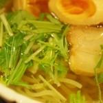こうてい麺 大ちゃん - ミニ塩ラーメンのスープはめっちゃ澄んでいる