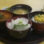市場亭 - 海鮮ミニ三色丼