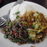 Mangosuchin - パッカパオ&春雨とキャベツ炒め