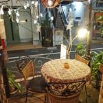 ルクラヒマラヤ - 可愛らしいテラスのテーブル