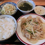 梅林餃子 - 豚肉と玉ねぎの生生姜焼き650円