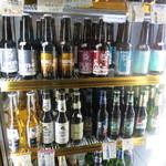 オオトリ酒店 - 輸入ビール、国産ビールの種類がとにかくスゴイ!冷蔵庫から出してレジへ。