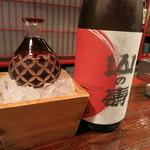 握り心 山ぼうし - まずは日本酒、山の寿から。すっきりフルーティ♪