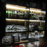 シュガーガーデン - せっかく沢山お酒の並ぶお洒落なバーに来たんで何か作ってとオーナーにお願いしてみました。