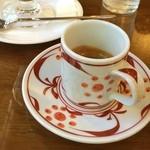 日記館 - お供に「エスプレッソ/ソロ」。美しい砥部焼のデミタスカップ