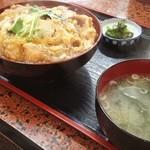公楽 - カツ丼830円