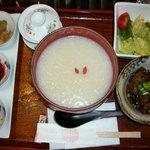 神戸岩茶荘 - スペアリブ薬膳粥