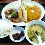 中華厨房 まきの - 特製厨房定食  880円