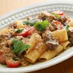 牛ほほ肉のナポリ風煮込み リガトーニ