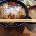 ふくよし - カツ丼普通盛り(600円)。