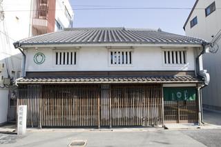 茶寮つぼ市製茶本舗 堺本館 - 昔ながらの町屋の雰囲気を残しています。