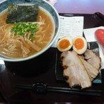 麺や 亀 - ラーメン(並)+チャーシュー+玉子
