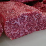 焼肉大門 - 料理写真:大門一押しの背ロース!あぶってたたき風にこれがロースと思うお肉です