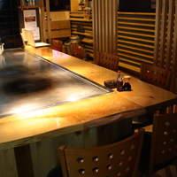 鉄板ダイニングEBISU - 青森ヒバのカウンターで是非ご賞味ください。