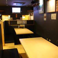 鉄板ダイニングEBISU - 表から見えませんがテーブル席もあります。