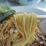 トモエ - 麺は結構細麺