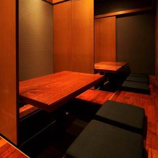 有名デザイナーによる落ち着いた空間でお食事を―。