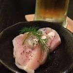 鳴尾山芋研究所 フラットブッシュ - アミューズは胸肉の低温調理のたたき
