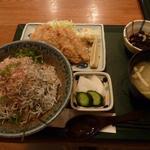 お魚料理 うおせい - 釜揚げしらす丼とアジフライ定食